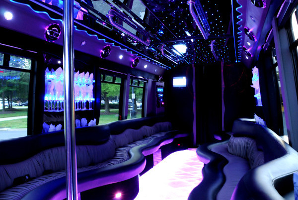 22 person party bus milwaukee