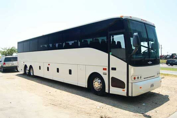 50 people charter bus rental milwaukee