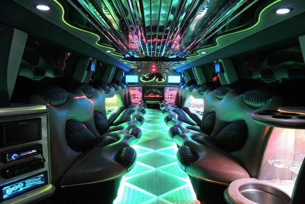 tuxedo hummer limousine milwaukee